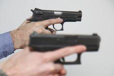 Efrat (TPS) - Dois moradores judeus da comunidade de Efrat em Gush Etzion foram presos no domingo,15/5, por supostamente ameaçar a vida de palestinos com uma arma de brinquedo na semana passada. De acordo com o Departamento de Polícia da Judeia e Samaria, dois homens, com idades entre 19 e 22 anos, cometeram os crimes…
