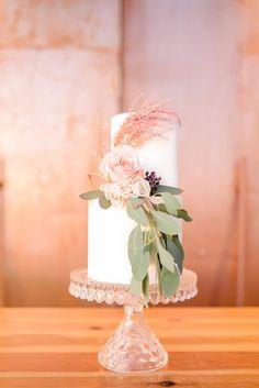 Chic wedding cake wi