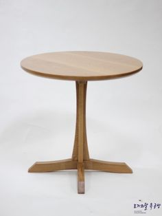 Wooden Chairs, Dressing Table, Table Furniture, Furnitures, Cool Designs, Tables, Coffee, Home Decor, Wood Chairs