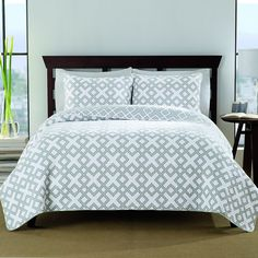 Dress your bed in comfort and luxury with the cotton 140 thread count quilt set. It features an unique geometric pattern in a white and grey finish, and includes two shams to complete the look. Machine washable for easy care and repeated use.
