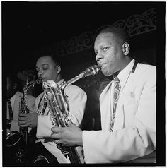 Harry Carney (r), Russell Procope, 1946. (http://www.youtube.com/watch?v=a3JA273AbVY) - from 'Harry Carney with Strings', 1954.)