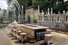 Sightseeing mit einer Erfrischung an heißen Sommertagen - die Wasserspiele in Hellbrunn. Bildquelle: http://www.hellbrunn.at