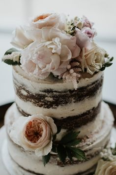 These flowers and that semi naked icing = want a cake like this