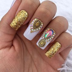 www.tatacustomizaçãoecia.com.brPedrarias para orçamento e compra⬆ Aquelee pretinho top #UNHASDECORADAS #UNHASDASEMANA #UNHASDELUXO #UNHASDIVAS #simonetis Glam Nails, Bling Nails, Nail Manicure, Toe Nails, Beauty Nails, Nail Polish Art, Nail Polish Colors, Super Cute Nails, Pretty Nails