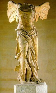 """""""Victoria de Samotracia"""" Museo de Louvre, París.  Descubierta en 1863, es del 190A.C. aprox."""