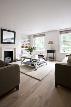 Living Room Inspiration by @SimsHilditchID | UK Designers. Interiors. Living Room. | #UKdesigners #interiordesign #livingroom More inspirations at: https://www.brabbu.com/en/inspiration-and-ideas/