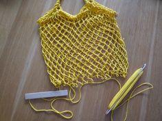 Síťovaná síťovka | Šijte s námi | mamas Net Making, Mesh Netting, Net Bag, Produce Bags, Macrame Patterns, Market Bag, Knitted Bags, Textiles, Paracord