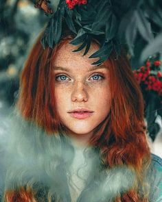 """ziomantaz: """"If you are looking for a classic readhead beauty… """" Discover tons of gorgeous redhead on Bonjour-la-Rousse Beautiful Freckles, Beautiful Red Hair, Gorgeous Redhead, Stunningly Beautiful, Beautiful Women, Redheads Freckles, I Love Redheads, Red Ombre, Ombre Hair"""