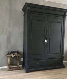 Kostenloser Versand & Shabby Chic doppiato in stile Vorhang Tieback handgemachte Metall Ringe Lunghezza 19 Armoire Makeover, Furniture Makeover, Furniture Ideas, Painted Wardrobe, Pinterest Design, Small Room Bedroom, Hallway Decorating, Home And Living, Interior Inspiration
