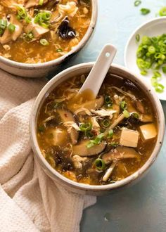 Hot and Sour Soup - hot and sour soup - Recipe video above. A firm Chinese starter favourite! A glossy soup broth that& savoury, sour - Asian Recipes, Healthy Recipes, Ethnic Recipes, Chinese Soup Recipes, Healthy Soups, Asian Foods, Low Carb Brasil, Hot And Sour Soup, Hot Soup