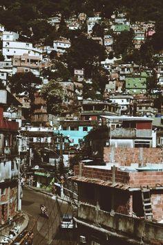 favela of dreams,  Source :http://aleevaldiviajuul.tumblr.com/post/48223171136/favela-rocihna