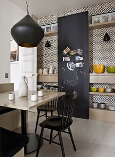 Design & Pastel ♡ On aime : La suspension (Beat White Stout de Tom Dixon disponible ici : http://mydecolab.com/fr/goods/beat-light-wide-ceiling-light)