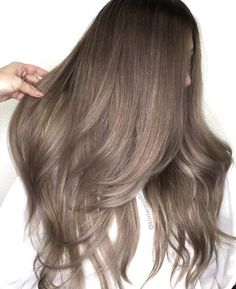 Trendy Hair Highlights : Ash brown hair colors, with their smoky and cool green, blue, and grey undertone… - Haar Ideen Different Brown Hair Colors, Ash Brown Hair Color, Ash Hair, Blonde Color, Cool Hair Color, Light Ash Brown Hair, Ombre Colour, Medium Ash Brown Hair, Brown Colors