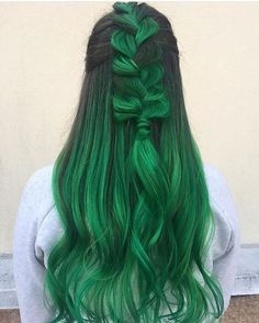 - 2016 Winner of the NYLON magazine beauty hit list for BEST HAIR COLOR! - Vegan formula colors and conditions hair. - Manic Panic Hair color is ready to use, do not mix with peroxide. Green Hair Colors, Cool Hair Color, Green Hair Ombre, Emerald Green Hair, Lilac Hair, Pastel Hair, Manic Panic Hair Color, Manic Panic Green Envy, Semi Permanent Hair Color