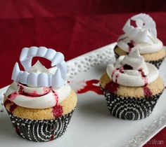These plain plastic vampire teeth are really the easiest way ever to add a bit of frightening Halloween flair to your favorite cupcakes.