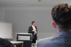A educação e os treinamentos corporativos estão com design instrucional evoluindo de forma hibrida, ou seja, on line e presencial a forma de educar. veja mais em www.abradi.org