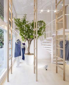Román Izquierdo Designs Minimal, Light Filled Mit Mat Mama Store In  Barcelona