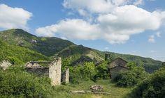 Tra le rovine di Castiglioncello, borgo abbandonato tra Toscana ed Emilia Romagna Toscana, Monument Valley, Mountains, Travel, Italia, Viajes, Destinations, Traveling, Trips