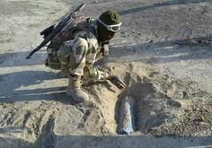 PICTURE OF THE DAY: Gallant Nigerian soldier deactivates IEDs with bare hands - http://www.77evenbusiness.com/picture-of-the-day-gallant-nigerian-soldier-deactivates-ieds-with-bare-hands/