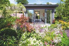 Havre de paix coloré au fond du jardin immaginé par Kieran Dunne et Anthony Ryan.