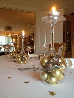 Dine With Me - Festive Inspirations Simple Christmas table decoration! Christmas Table Settings, Christmas Table Decorations, Decoration Table, Christmas Tables, Noel Christmas, Simple Christmas, All Things Christmas, Christmas Wedding, Elegant Christmas