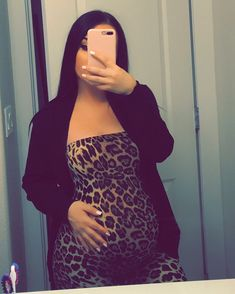 It is quite natural for a pregnant woman to be full of curiosity regarding her soon-to-be-born baby. How will the baby look? Cute Maternity Outfits, Stylish Maternity, Maternity Pictures, Maternity Fashion, Cute Outfits, Pregnancy Goals, Pregnancy Outfits, Pregnancy Photos, Pregnancy Info