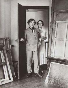 Marc and Bella Chagall, Paris 1933 // by André Kertesz Marc Chagall, Andre Kertesz, Artist Life, Artist At Work, Famous Artists, Great Artists, Photo Portrait, Jean Michel Basquiat, Fauvism