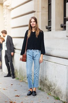 High-waisted vintage jeans.