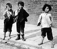Photo Greeting Card (other products available) - circa Barefooted slum children of London in the late century. Collection - Leonard Russell (Photo by Hulton Archive/Getty Images) - Image supplied by Fine Art Storehouse - inch Greetings Card made in the UK Victorian Street, Victorian London, Victorian Era, Victorian Photos, Vintage London, Victorian Women, Victorian Fashion, Vintage Fashion, London City