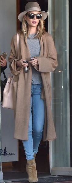 Rosie Huntington-Whiteley layers the Babaton Thackeray sweater over her LA attire. #fall_style_camel_coat