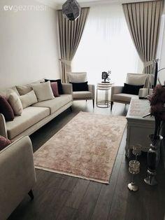 Koyu renkli zeminler, doğru mobilyalar ve duvar rengi ile beraber kullanıldığında, dekora inanılmaz bir zenginlik ve sofistike bir dokunuş katmada çok etkililer. Yanlış seçimler ise maalesef alanı basık ve ağır gösterebilir.Çağla hanımın yeni dekore ettiği evi, bu doğru kullanım için ilham veriyor....