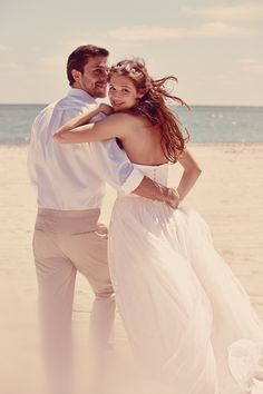 This dreamy beach wedding shoot for our Fall 2014 collection is perfect for the…