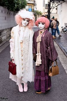 When we met Japanese shironuri artist Minori on the street in #Harajuku this week, she was with her friend Amanda (from Finland). Both of these #pink-haired #shironuri looks were styled by Minori. To see all of the details, check out the rest of the pics here!