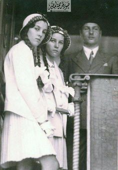 King Farouk & Princess Fawzia & Princess Fayza اﻷميرة فوزية واﻷميرة فائزة والملك فاروق في القطار الملكي