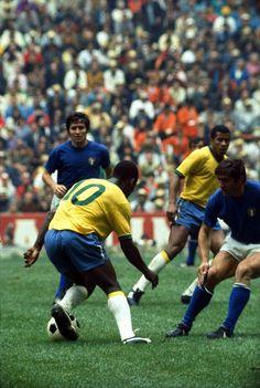 Pelé entortando a coluna da zaga italiana. Final da Copa do Mundo do México 1970. Brasil 4x1 Itália.