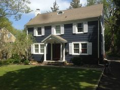 Benjamin Moore Hale Navy with Bunny Grey Shudders. For the barn Navy House Exterior, Colonial Exterior, Exterior Paint Colors, Paint Colors For Home, Navy Blue Houses, Outside House Colors, Benjamin Moore Exterior, Dark House, Best Decor