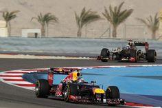 GP Bahréin: El magnífico Lotus de Kimi Raikkönen persiguiendo al dominador Red Bull de Vettel.