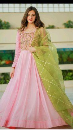 Party Wear Indian Dresses, Pakistani Fashion Party Wear, Designer Party Wear Dresses, Indian Gowns Dresses, Indian Bridal Outfits, Indian Fashion Dresses, Ethnic Fashion, Beautiful Pakistani Dresses, Pakistani Dresses Casual