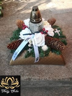 Beautiful Flower Arrangements, Floral Arrangements, Beautiful Flowers, Grave Decorations, Christmas Decorations, Table Decorations, Metal Garden Art, Christmas Paper Crafts, Cardboard Crafts
