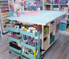 Ideas and organizational tips for your workshop with this Room tour Sewing Room Design, Craft Room Design, Craft Room Decor, Cricut Craft Room, Craft Room Storage, Sewing Rooms, Craft Rooms, Craft Shed, Sewing Room Organization