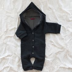 Hoodie onesie for my baby boy Bebe Love, My Bebe, Little Babies, Cute Babies, Cute Kids, Baby Boy Fashion, Kids Fashion, Baby Boy Outfits, Kids Outfits