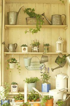 lovely garden shelves Greenhouse Gardening, Garden Planters, Summer Garden, Home And Garden, Potting Tables, Garden Shelves, Yellow Houses, Potting Sheds, Summer Kitchen