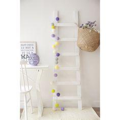 Escalera - Percheros - Decoracion - Kenay Home Baby Deco, Home Decoracion, Wood Interiors, Bedroom Themes, Baby Room, Ladder Decor, Playroom, Kids Room, New Homes