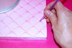 CAKE BOARD quilt quilted fondant diy how toGo From Drab to Fab With This Quilted Cake Board Tutorial! Fondant Tips, Fondant Tutorial, Cake Decorating Techniques, Cake Decorating Tutorials, Decorating Cakes, Decorating Ideas, Cake Icing, Cupcake Cakes, Frosting
