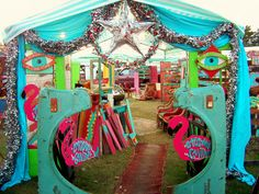 Melissa brownlow's tent at a JUnK GYPSY JuNK-a-PAlooza warehouse sale! bring on DA jUnKy turquoise!!!!