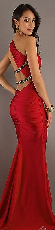 Wow - I wish I could get away with wearing something like this. Simply gorgeous.
