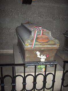 Tumba del emperador Maximiliano de México.