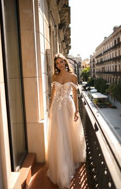 berta wedding dress NYBFW: MUSE by Berta & Berta Privee Are Ultimate Bridal Dress Goals! Check out the full BERTA collections on Adriana Weddings now! Diana Wedding Dress, Perfect Wedding Dress, Best Wedding Dresses, Bridal Dresses, Wedding Gowns, Wedding Dress Corset, Luxury Wedding Dress, Wedding Venues, Muse By Berta