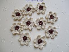Fleurs au crochet, lot de 10, marron et écru : Ecussons, appliques par aux-fils-du-bocage