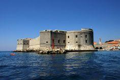 #Muralhas de #Dubrovnik - #Croácia, cidade de medieval rodeada de muralhas. É um dos lugares mais apreciados na zona do Mar Adriático, pela paisagem natural e arquitectura